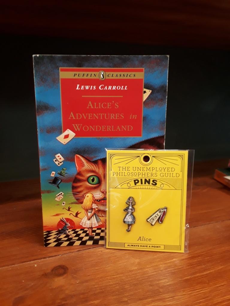 Alice in Wonderland enamel pin set 14 euro