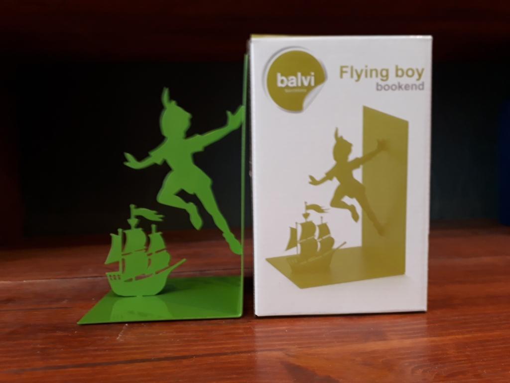 Flying boy single bookend. Green metal 12 euro