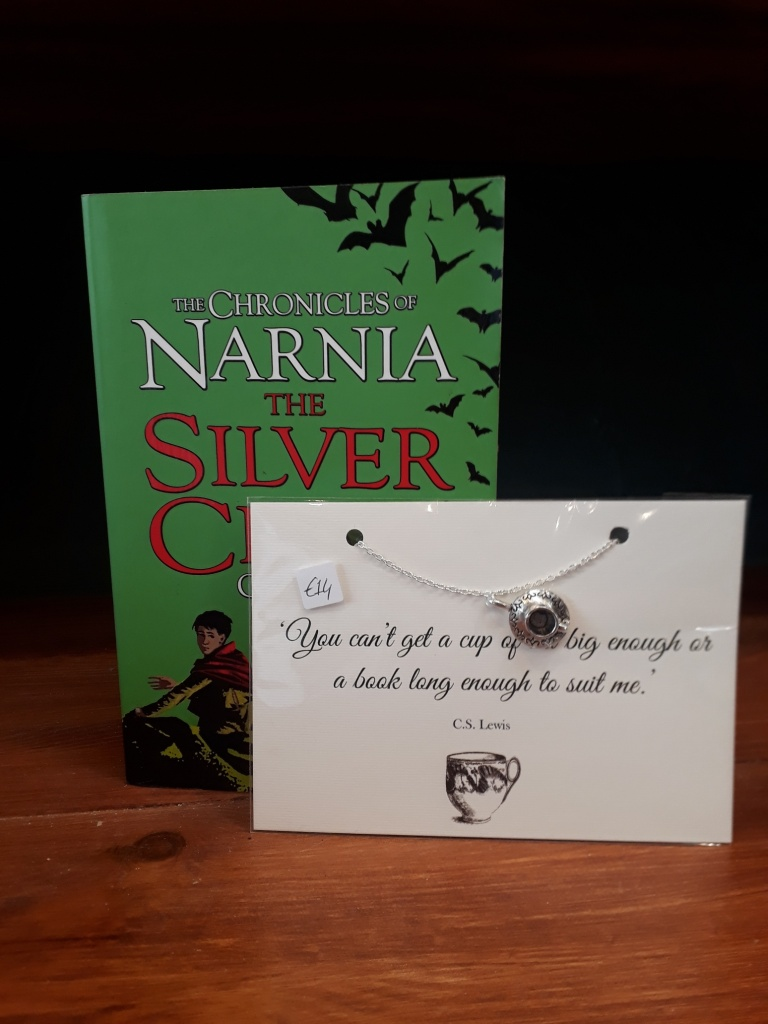 C. S. Lewis teacup necklace. Silver plated chain, silver coloured charm. 14 euro