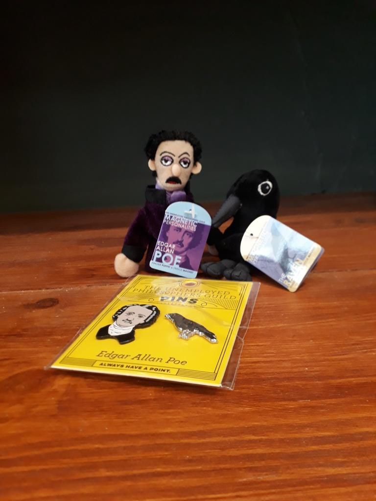 Edgar Allen Poe and raven fridge magnet finger puppets 7 euro each. Edgar Allen Poe and raven enamel pin set 14 euro