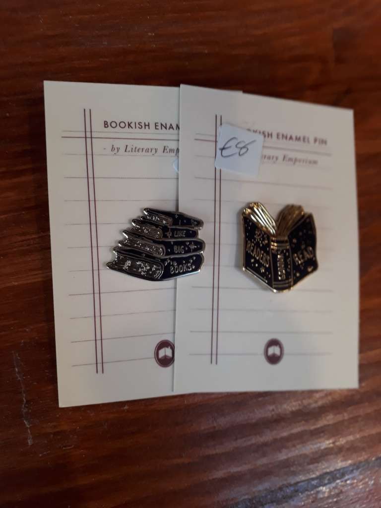 Readers Read, I Like Big Books enamel pins 8 euro each